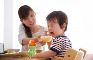 Trẻ 1 tuổi BIẾNG ĂN phải làm sao – Chỉ uống sữa liệu có tốt cho bé