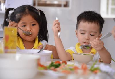 Lựa chọn sữa cho trẻ 2 tuổi biếng ăn
