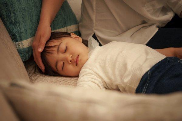 trẻ ngủ không sâu giấc