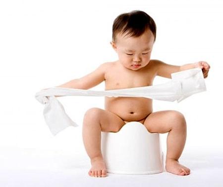 trẻ bị tiêu chảy sau khi tiêm phòng
