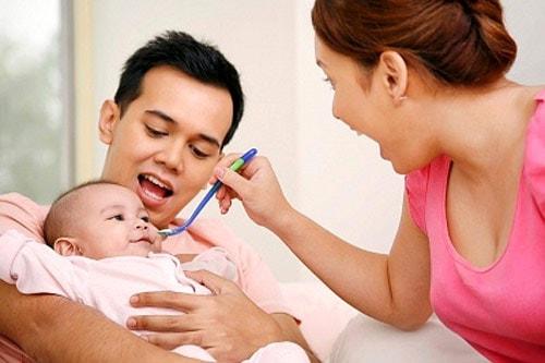 chăm sóc trẻ tiêu chảy khi mọc răng