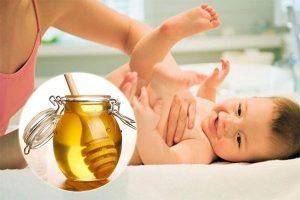 Trẻ táo bón kéo dài, đi ngoài ra máu mách mẹ 4 cách xử lý hiệu quả nhất