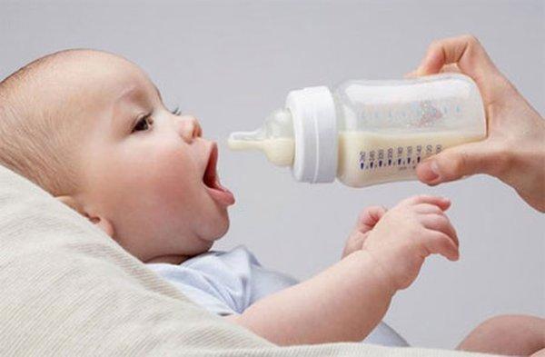 trẻ bị dị ứng sữa