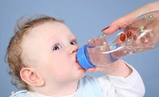 trẻ 1 tuổi bị tiêu chảy