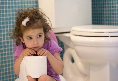 Trẻ 2 tuổi bị táo bón có nguy hiểm không? Bố mẹ cần làm những gì?