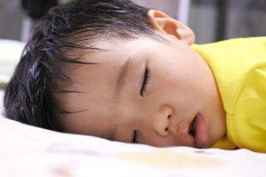 Trẻ đổ mồ hôi đầu do sinh lý hay bệnh lý? 3+ Điều bố mẹ cần biết
