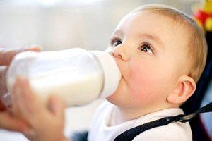 Trẻ tiêu chảy có được uống sữa công thức không? 3+ thông tin mà bố mẹ cần biết