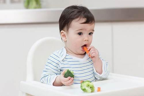 Trẻ 7 tháng tuổi lười ăn