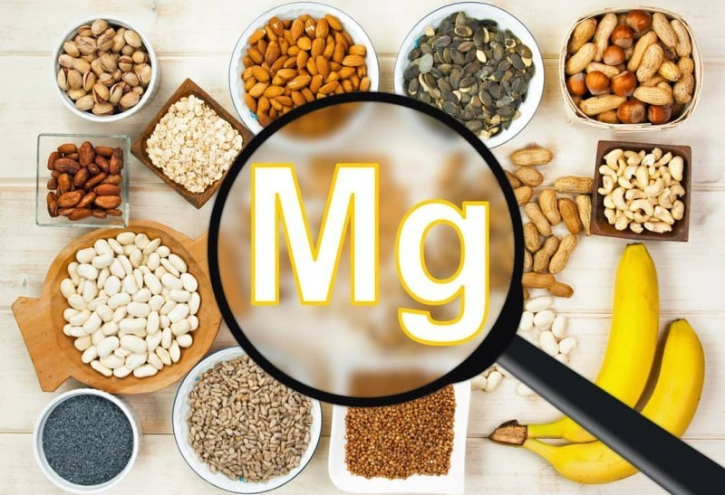 Có thể bổ sung Magie thông qua các thực phẩm giàu Magie như: các loại hạt ngũ cốc, chocolate, chuối,.....
