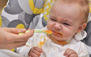 Phân biệt biếng ăn bệnh lý và biếng ăn sinh lý ở trẻ 7 tháng tuổi
