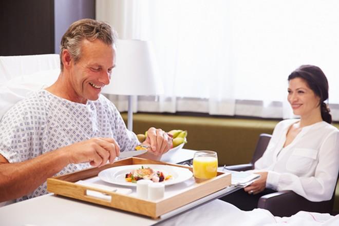 Dinh dưỡng cho bệnh nhân sau phẫu thuật rất quan trọng