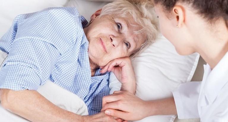 Quan tâm bệnh nhân hóa trị giúp bệnh nhân vượt qua tác dụng phụ của thuốc