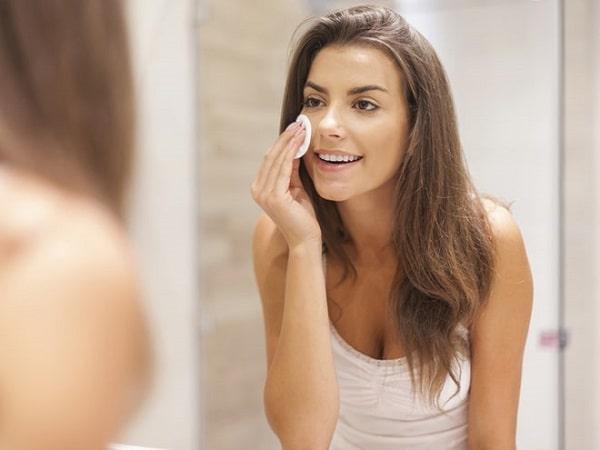 Tẩy trang là bước bắt buộc để làm sạch da