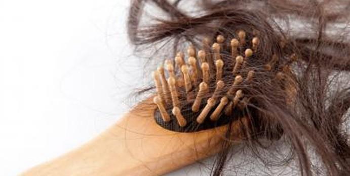 Rụng tóc rất phổ biến ở người trưởng thành, đặc biệt là nữ giới